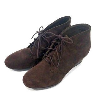 Clarks SZ 7.5 W brown suede leather ankle boots